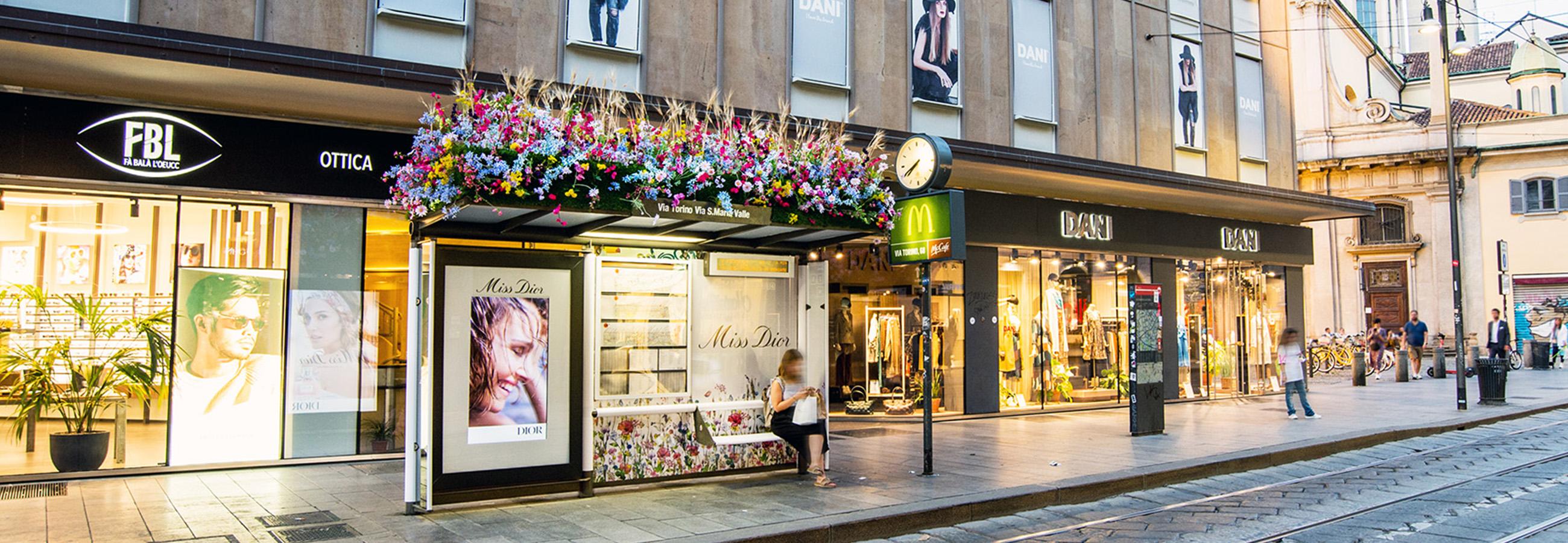 Brand pensiline floreali per il lancio della fragranza Miss Dior