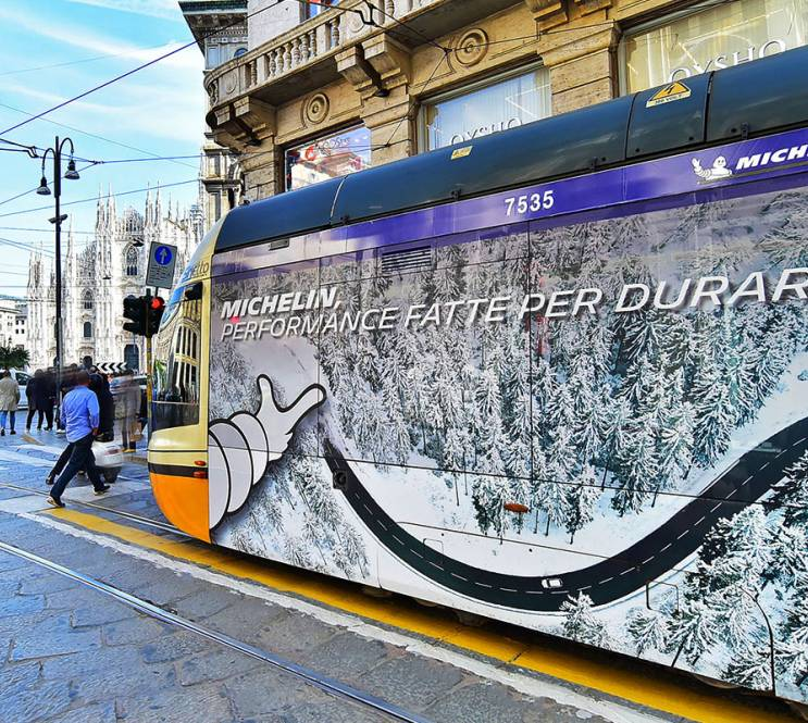 Outdoor communication IGPDecaux Full-Wrap in Milan for Michelin