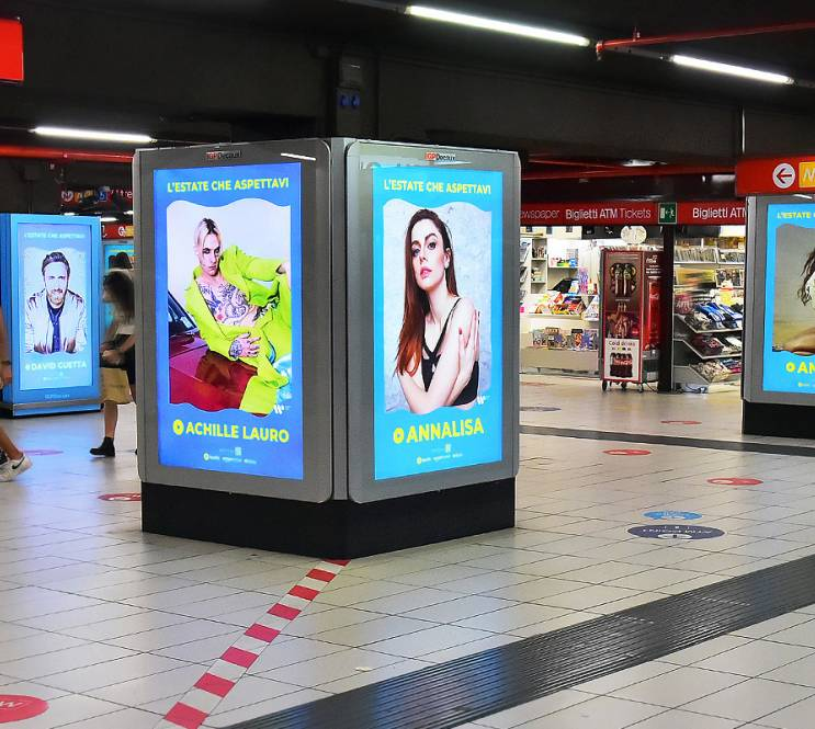 IGPDecaux pubblicità Out of Home in metropolitana a Milano Station Domination per Warner Music Italy