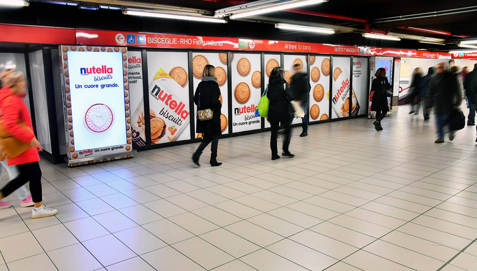 Out of Home advertising in the milanese underground Station Domination IGPDecaux for Ferrero Nutella Biscuits