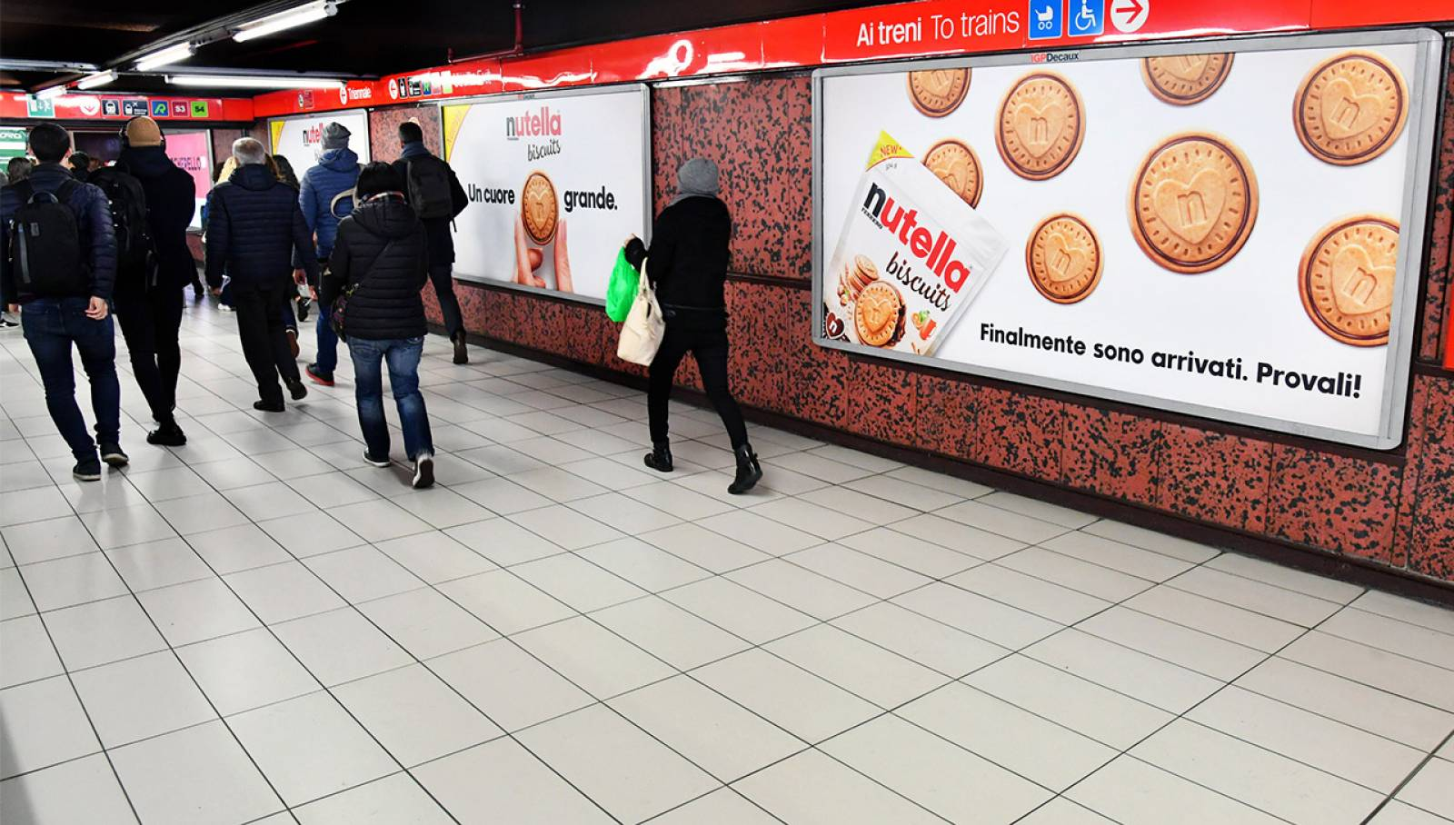 Outdoor Communication in Milan IGPDecaux Station Domination for Ferrero Nutella Biscuits