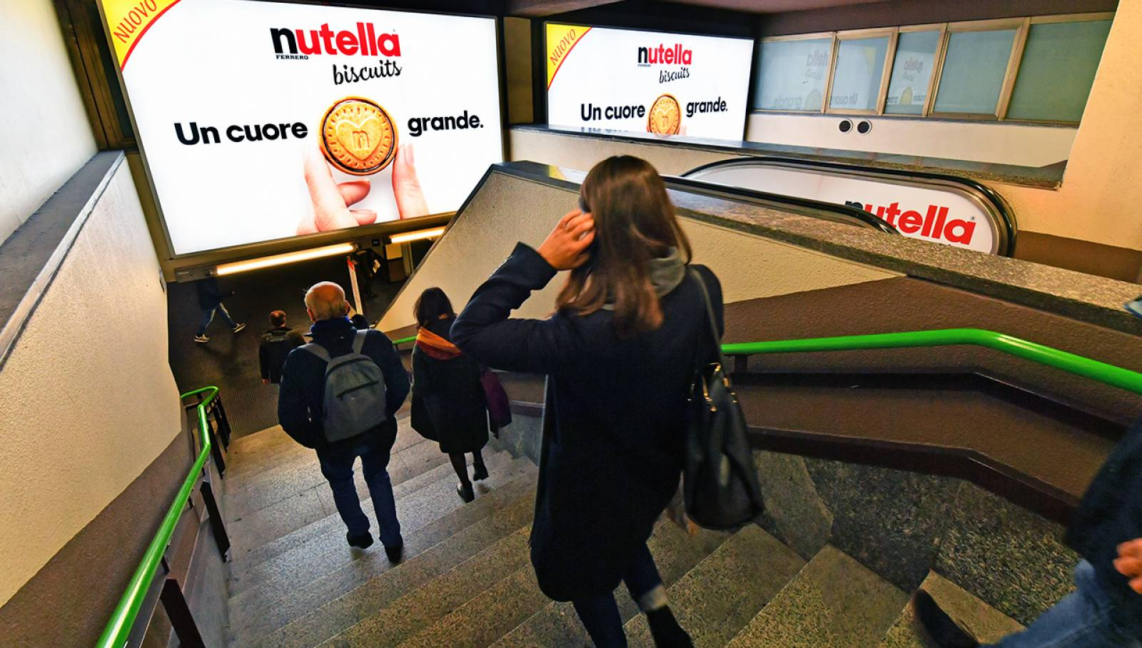 OOH IGPDecaux Station Domination in Milan for Ferrero Nutella Biscuits