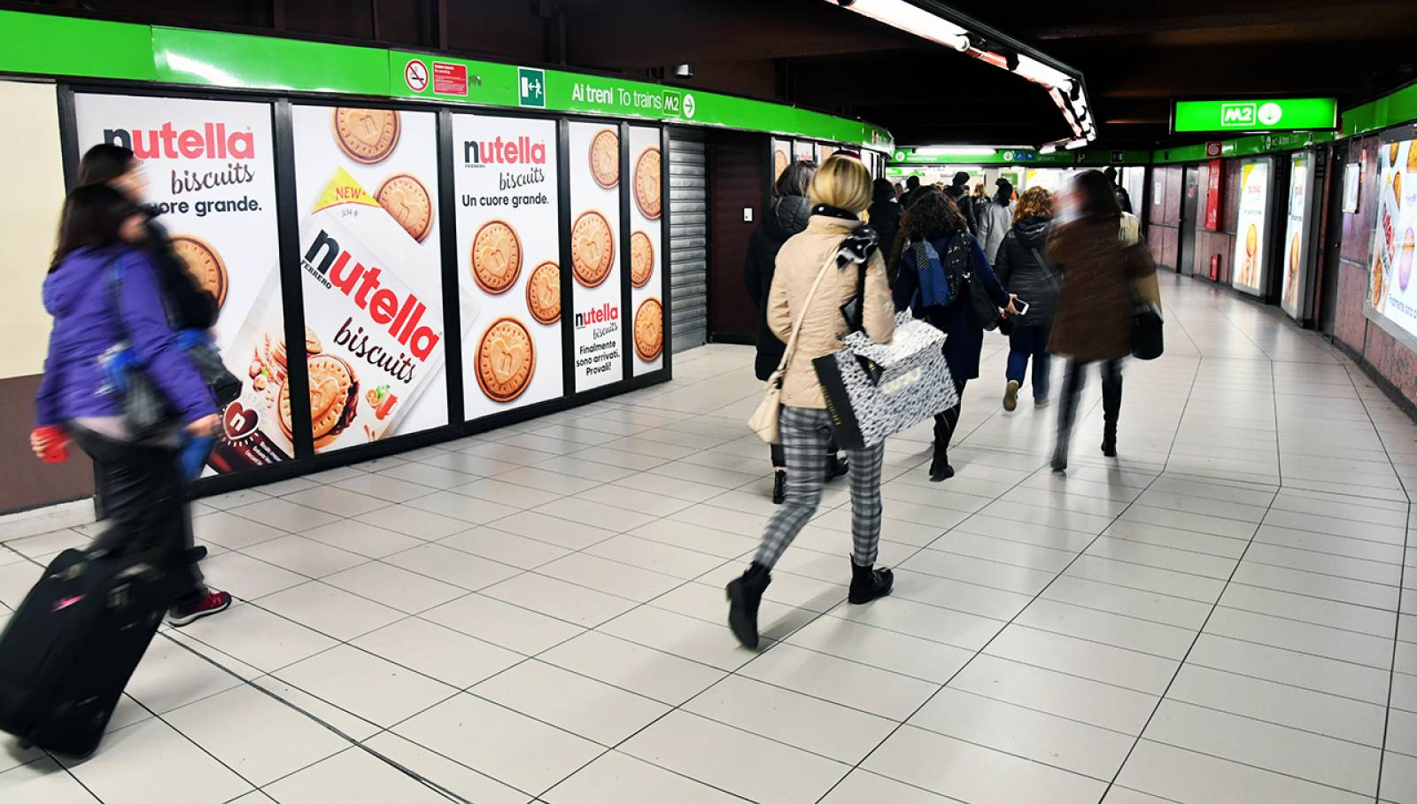 Digital Out of Home IGPDecaux Station Domination in Milan for Ferrero Nutella Biscuits