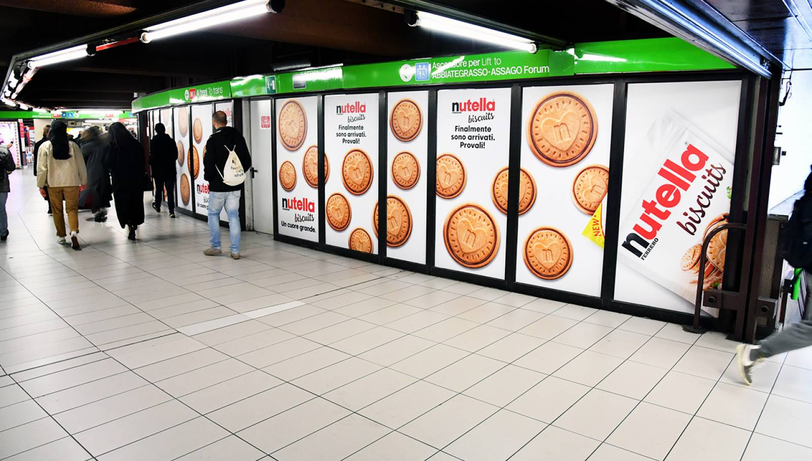 Outdoor advertising IGPDecaux in Milan Station Domination for Ferrero Nutella Biscuits