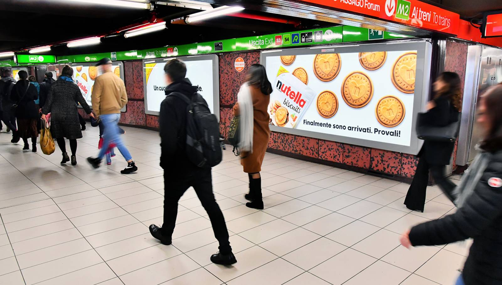 Underground OOH advertising in Milan Station Domination IGPDecaux for Ferrero Nutella Biscuits
