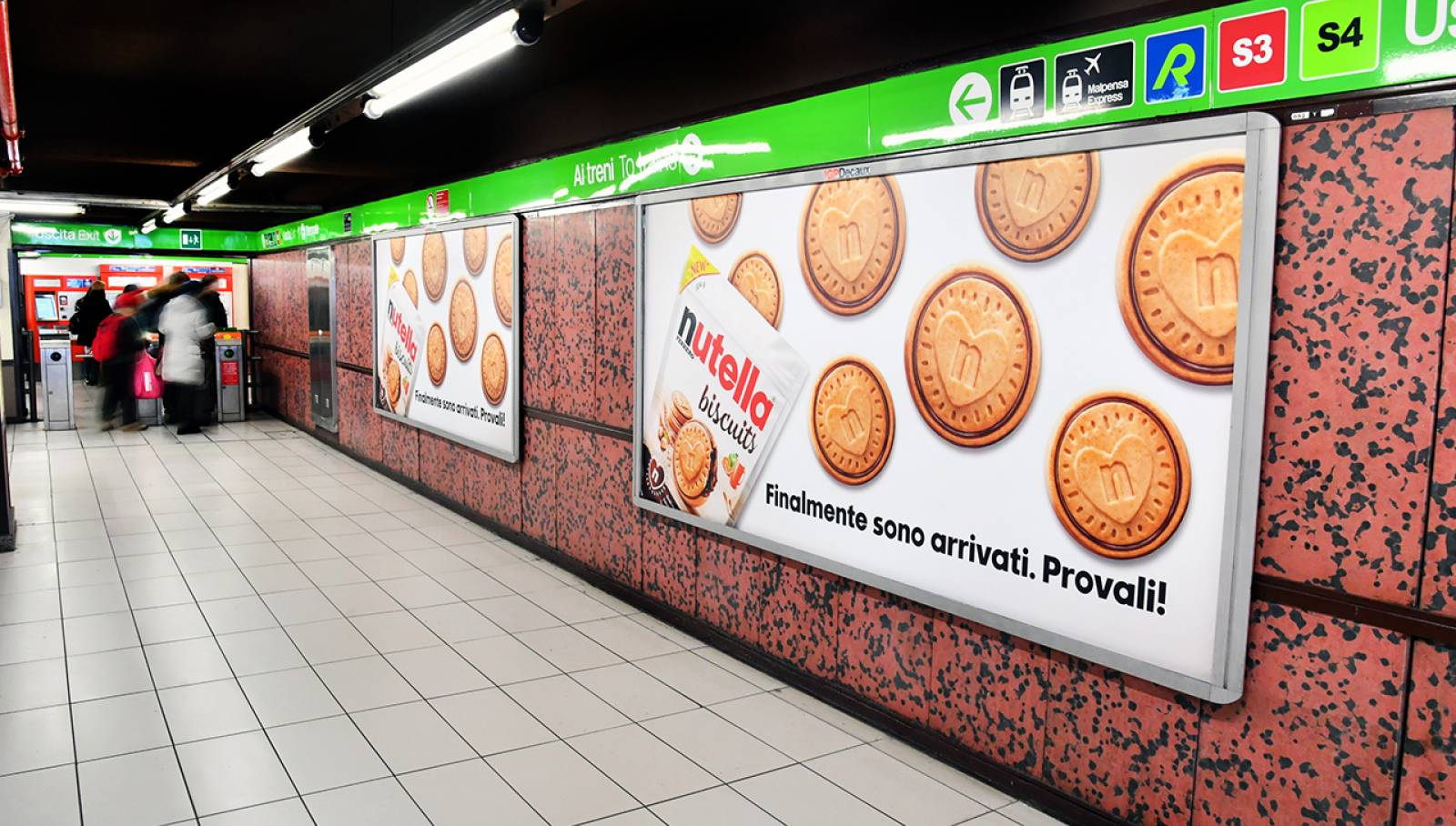 Station Domination IGPDecaux for Ferrero Nutella Biscuits in Milan