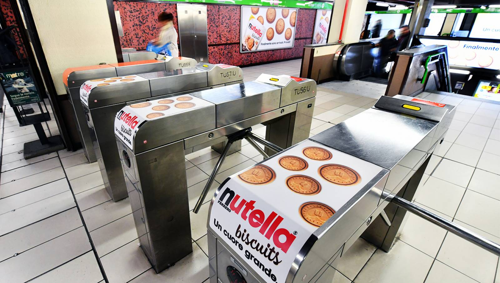 Outdoor advertising IGPDecaux a Milano Station Domination per Ferrero Nutella Biscuits
