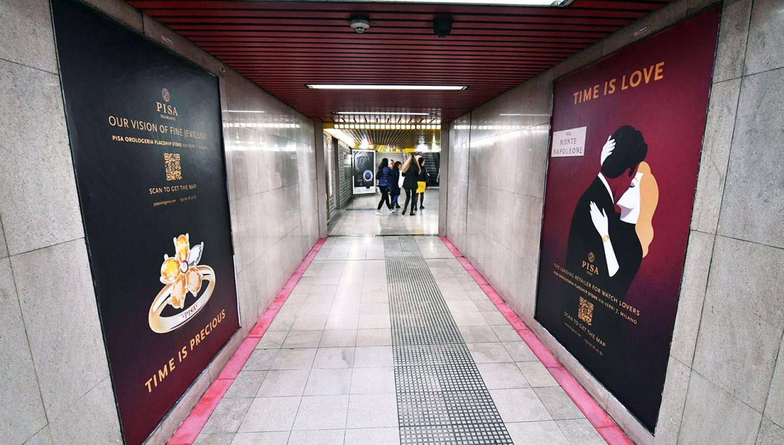 Pubblicità in metropolitana IGPDecaux Milano Station Domination per Pisa Orologeria