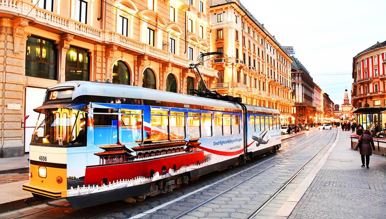 Pubblicità su tram IGPDeacux Milano tram decorato per Air China