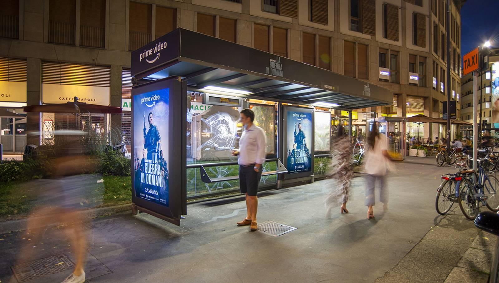 pubblicità sulle pensiline IGPDecaux Creative Solutions brand pensilina per Amazon Prime Video a Milano