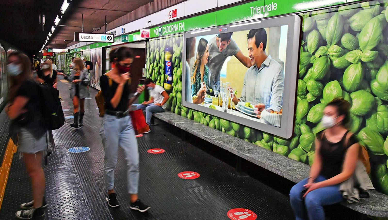 Pubblicità in metropolitana IGPDecaux a Milano Cadorna Station Domination per Barilla