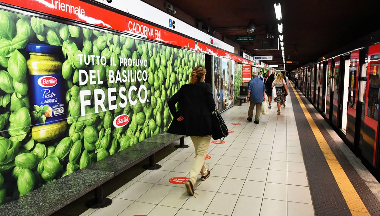IGPDecaux OOH advertising Station Domination per Barilla Milano Cadorna