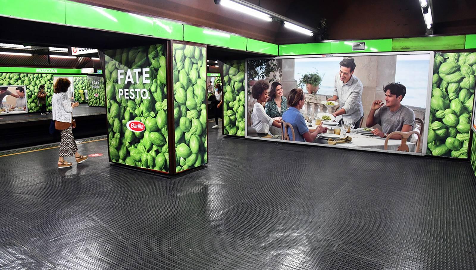 Pubblicità esterna IGPDecaux Station Domination a Milano per Barilla