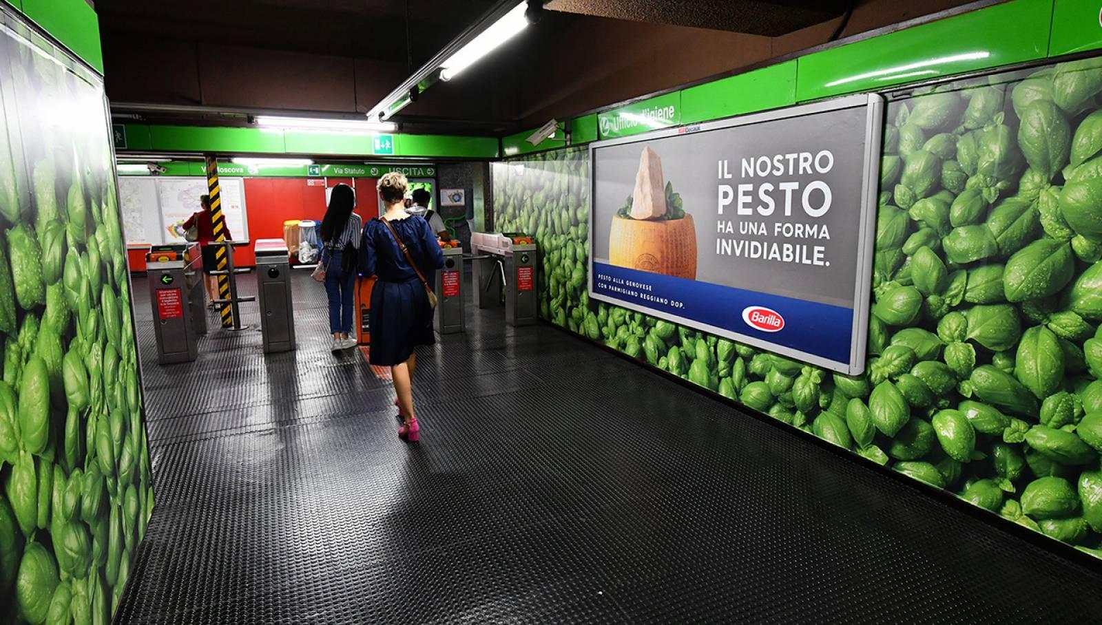 Pubblicità in metropolitana a Milano Station Domination IGPDecaux per Barilla
