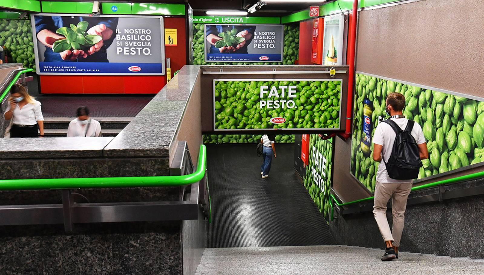 Pubblicità in metropolitana a Milano IGPDecaux Station Domination per Barilla