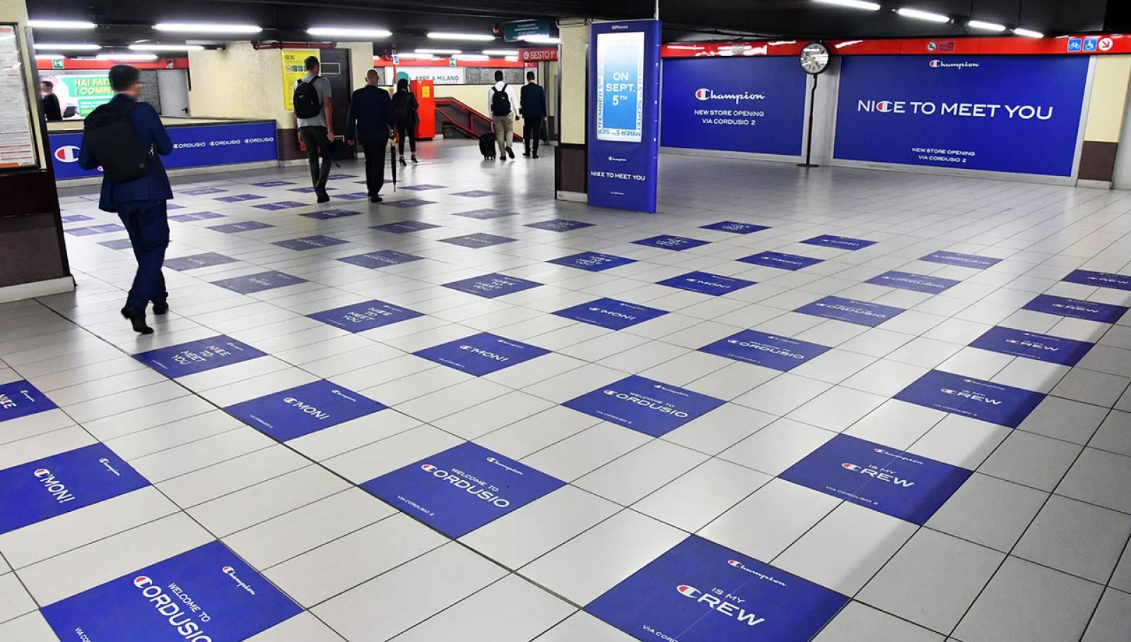 OOH IGPDecaux Milano Station Domination per Champion Premium Store