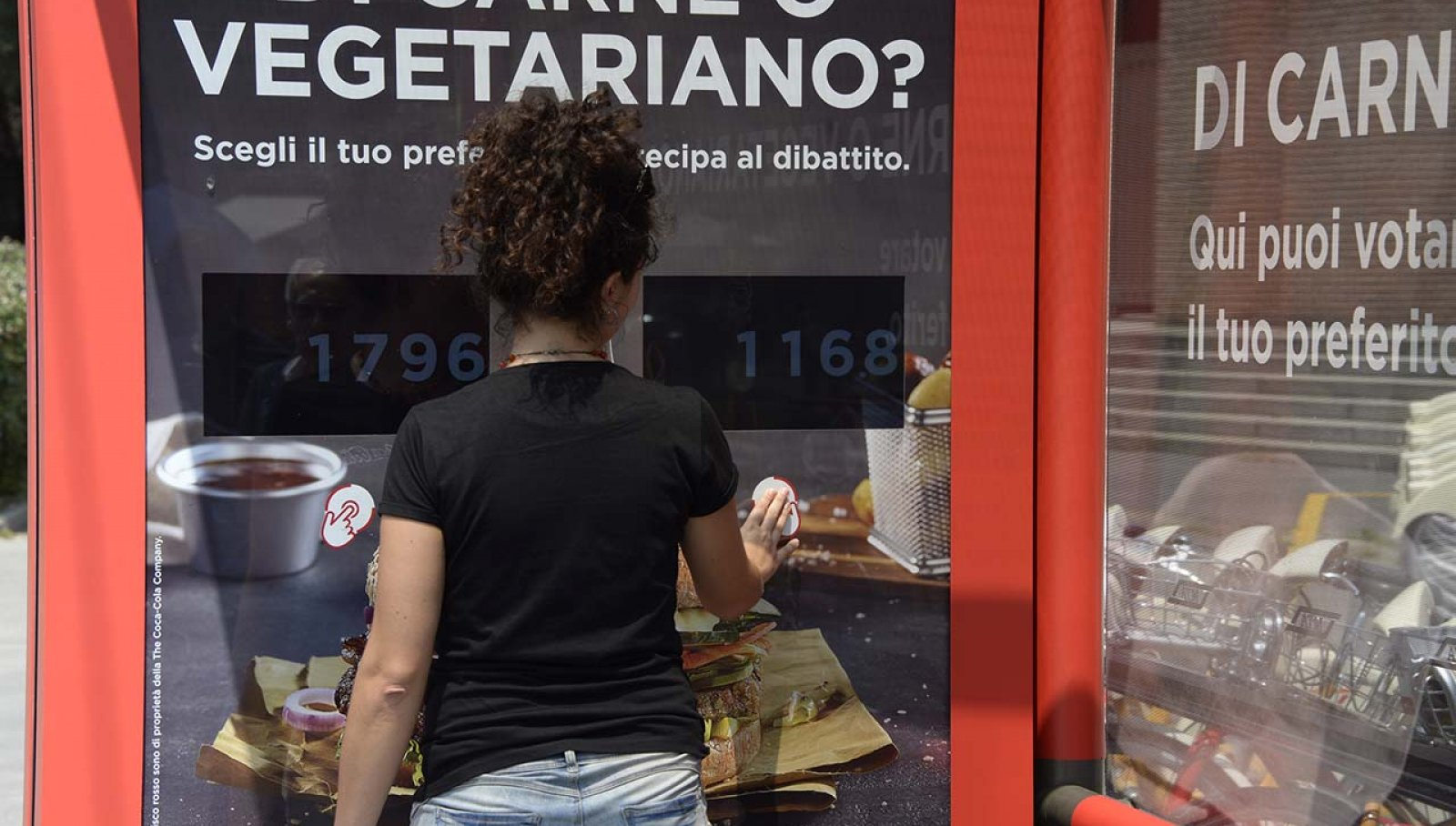 Coca-Cola DeGustibus pubblicità pensilina Milano