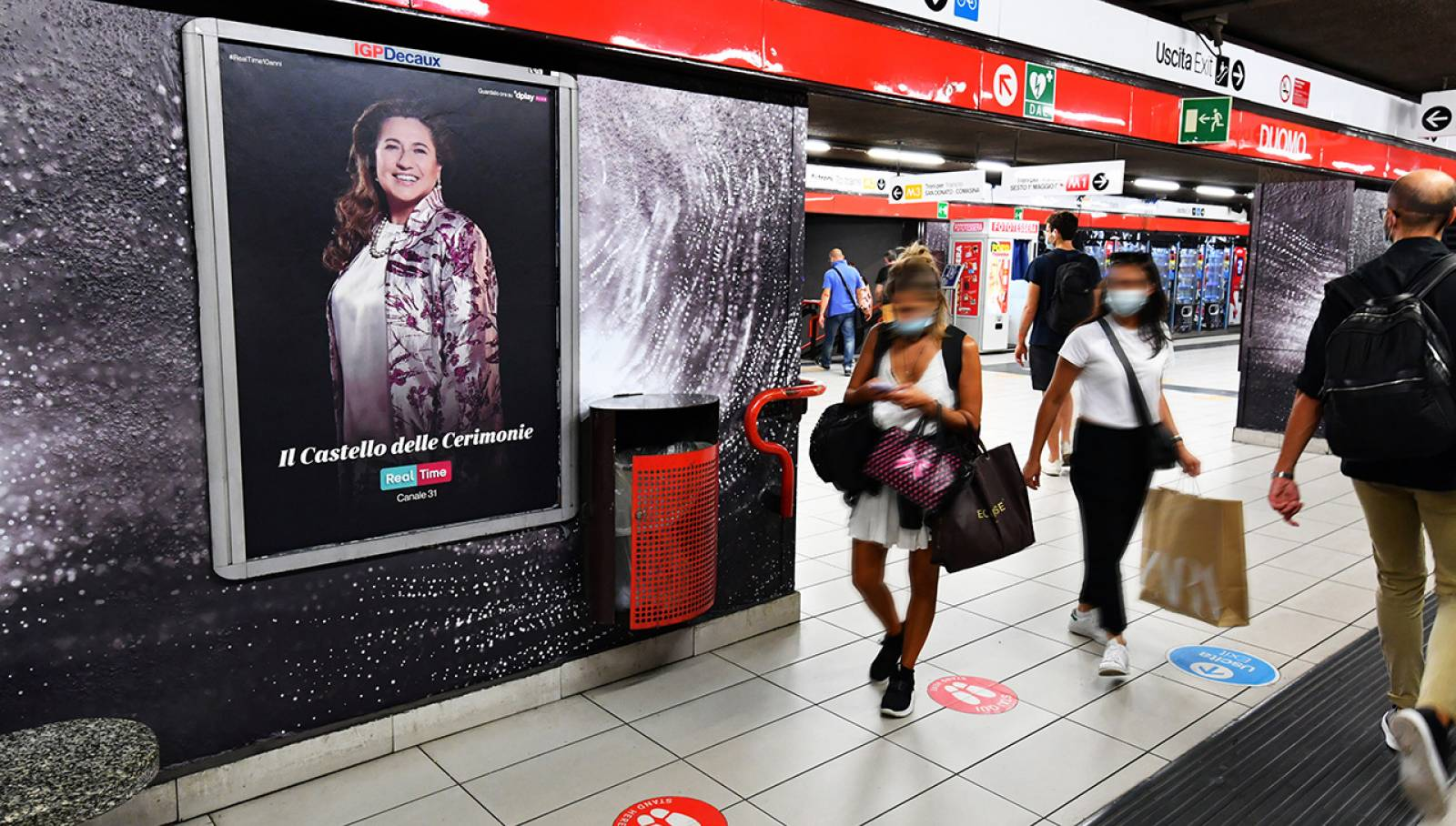 Out of Home IGPDecaux advertising in Milan Station Domination for Real Time