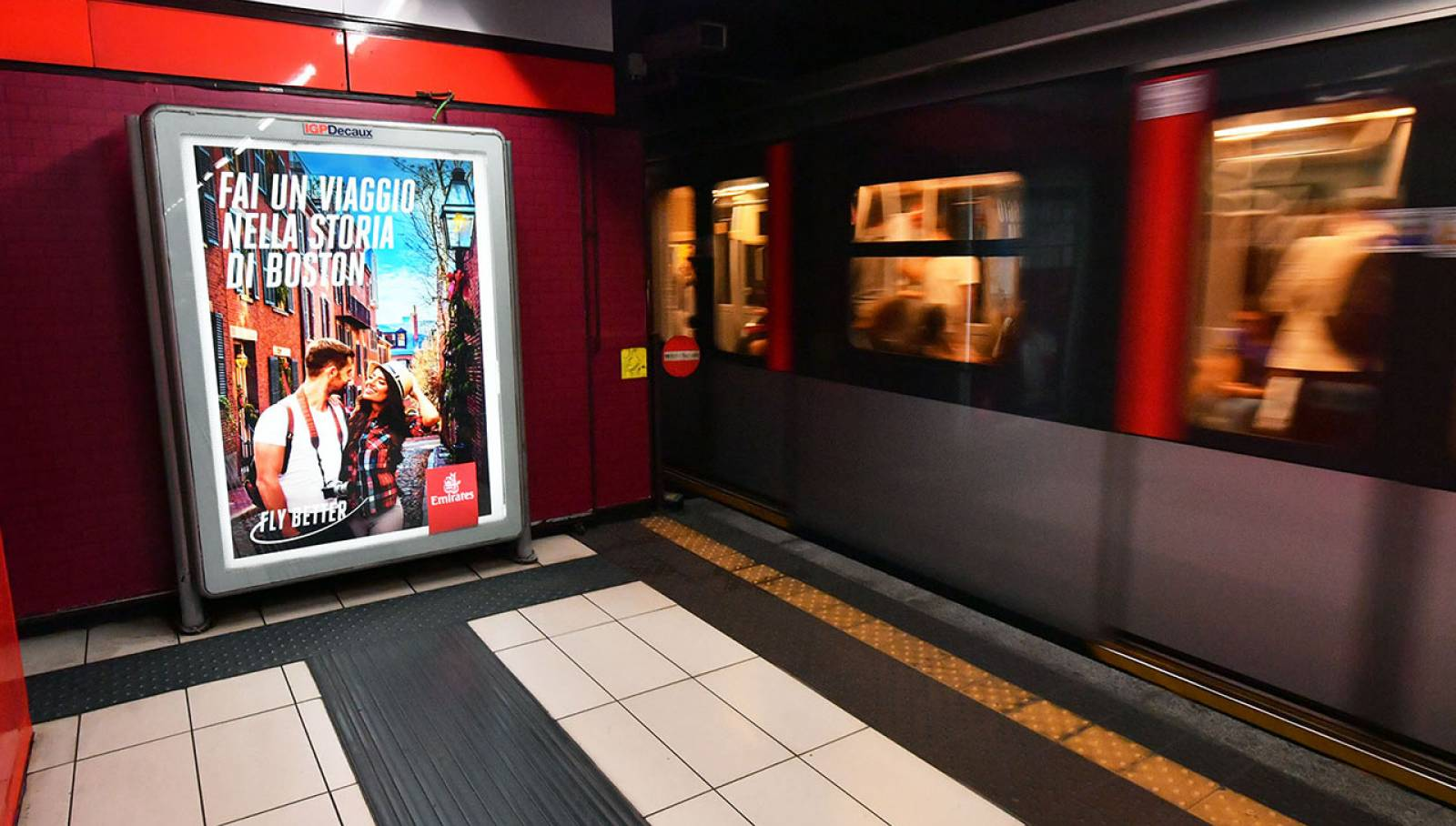 Advertising in the milanese underground Station Domination IGPDecaux for Emirates