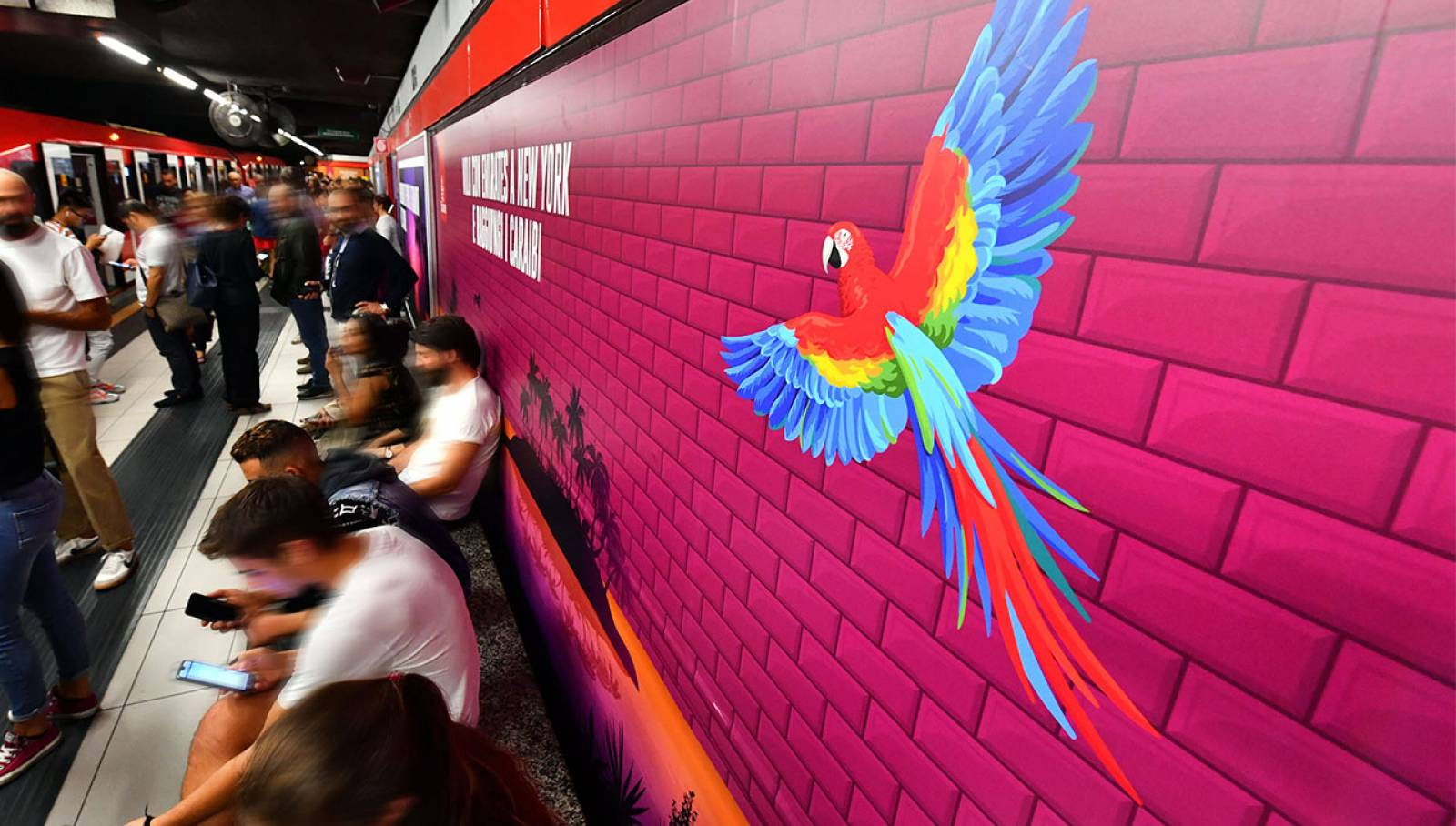 Outdoor advertising IGPDecaux Milano Station Domination per Emirates