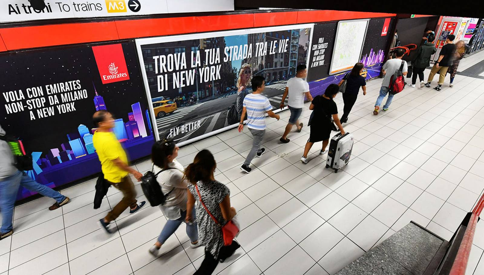 OOH advertising IGPDecaux Station Domination a Milano per Emirates