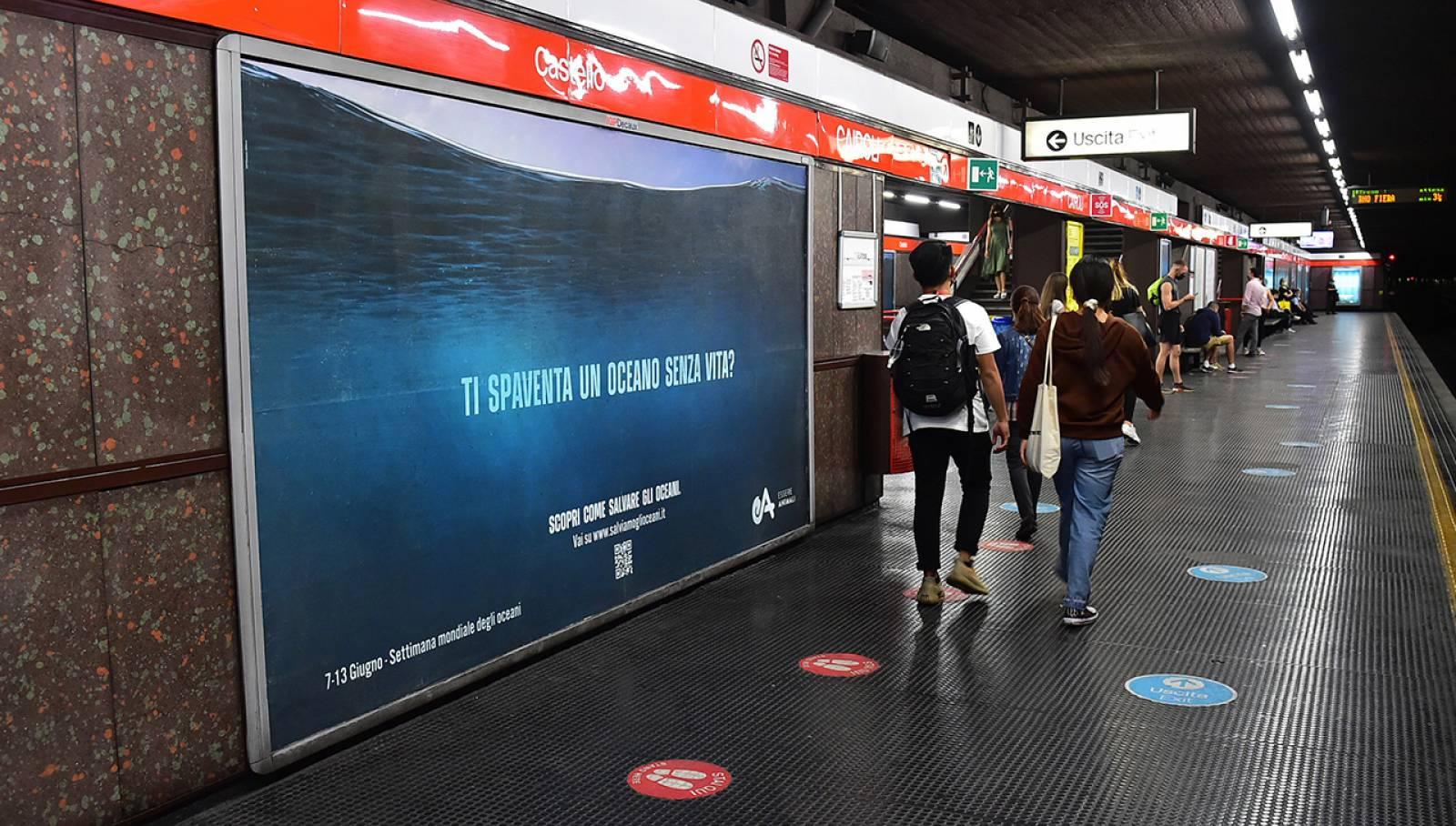 OOH advertising IGPDecaux in metropolitana a Milano campagna per Associazione Essere Animali