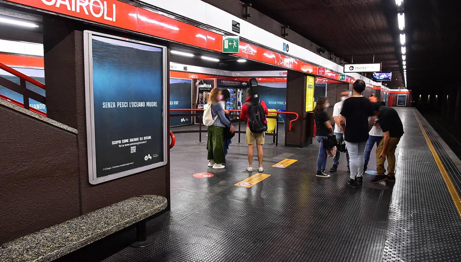 OOH IGPDecaux Milano pubblicità in metropolitana per  Associazione Essere Animali