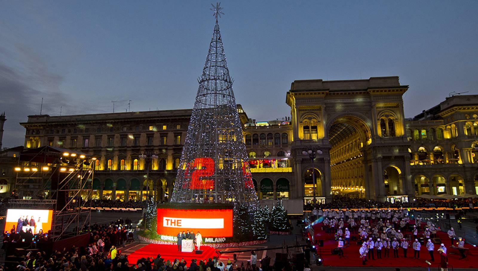 IGPDecaux per Esselunga albero di Natale Piazza Duomo Milano 2019