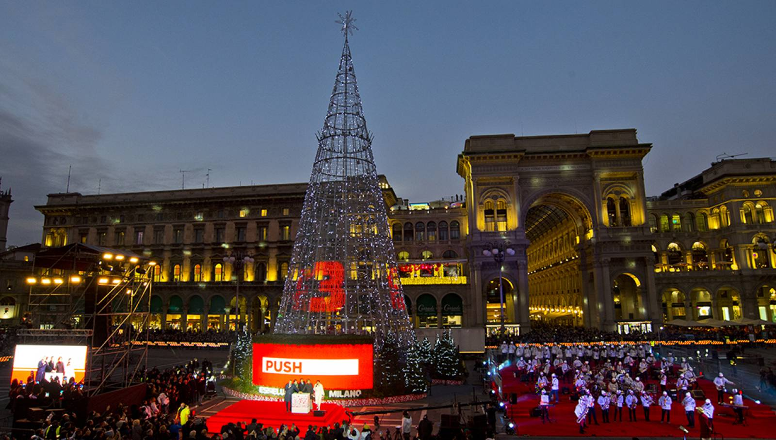 Natale 2019 Albero Esselunga Piazza Duomo Milano IGPDecaux