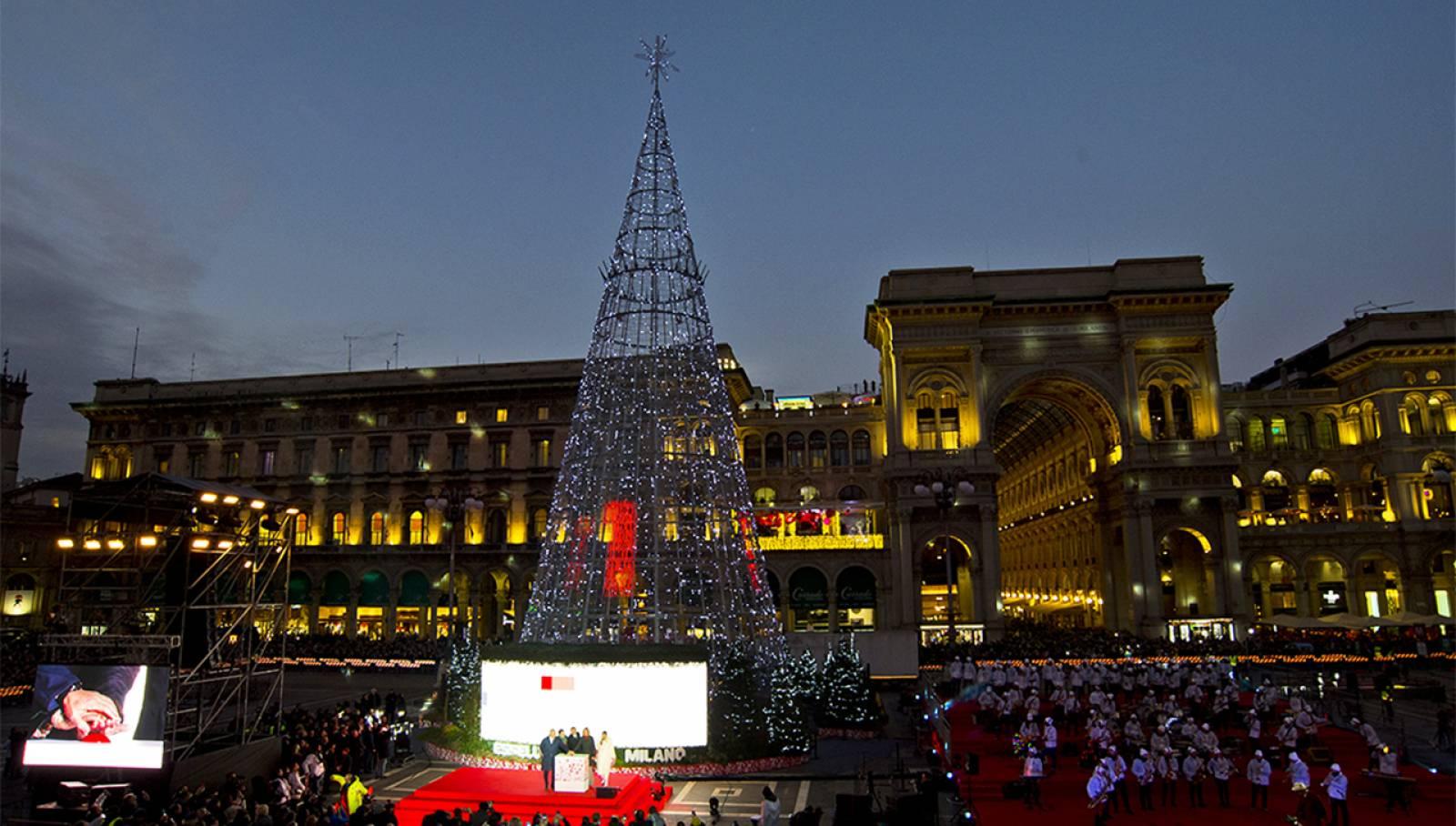 Esselunga Albero di Natale IGPDecaux Milano Piazza Duomo 2019