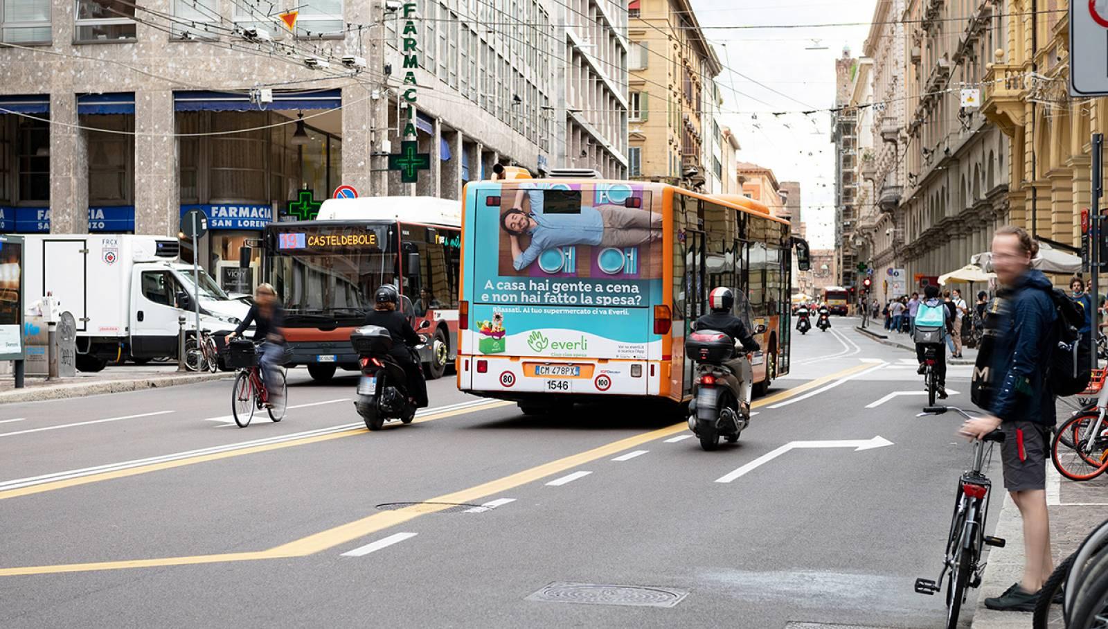 IGPDecaux Bologna Pubblicità su autobus Full-Back per Everli
