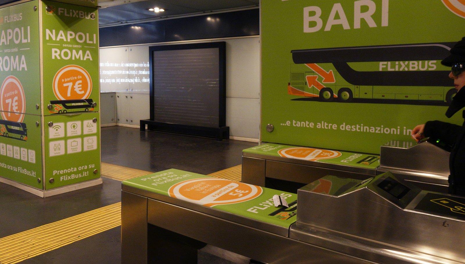 Pubblicità in metropolitana IGPDecaux station domination per Flixbus