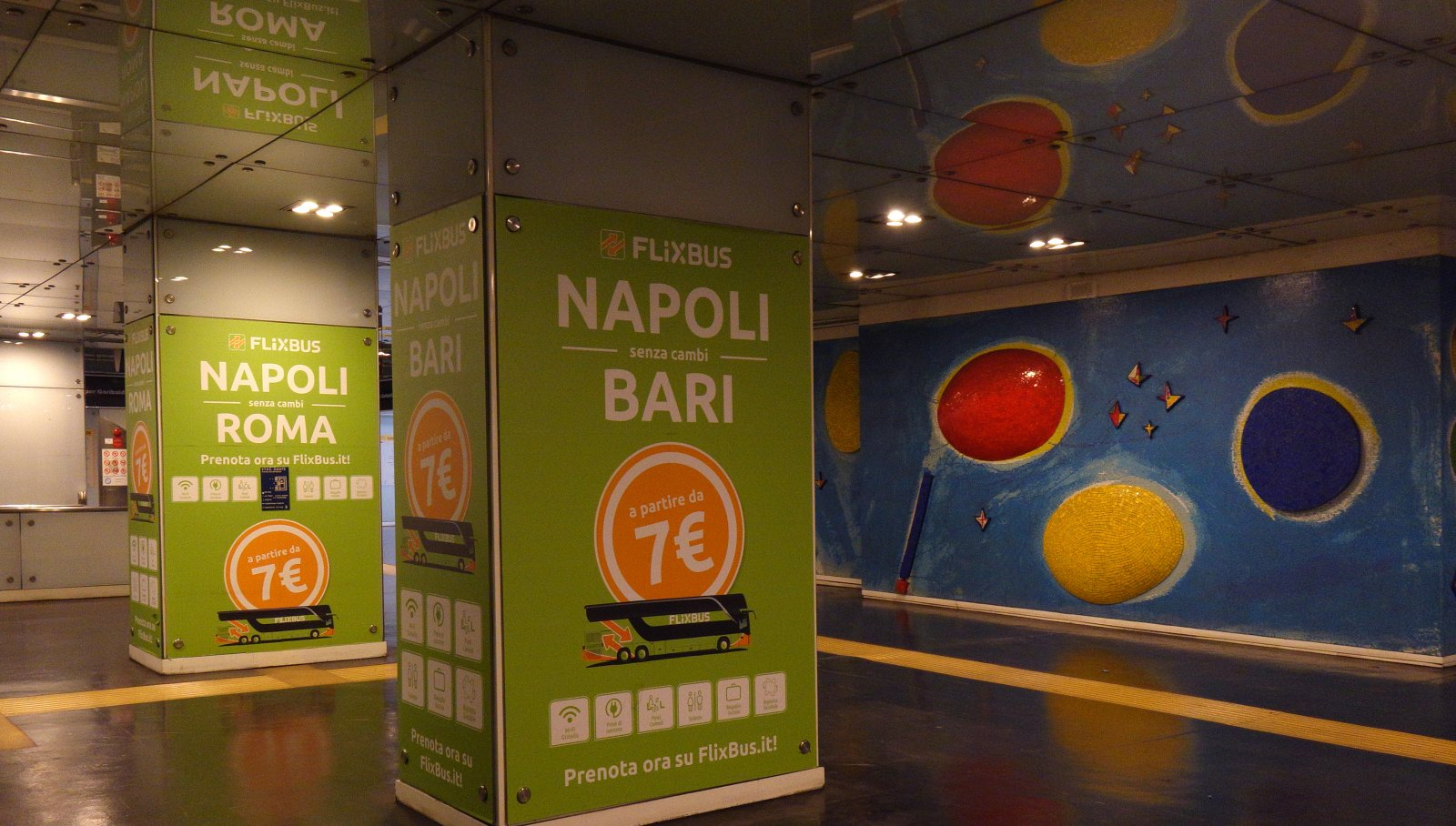 Comunicazione esterna IGPDecaux station domination a Napoli per Flixbus