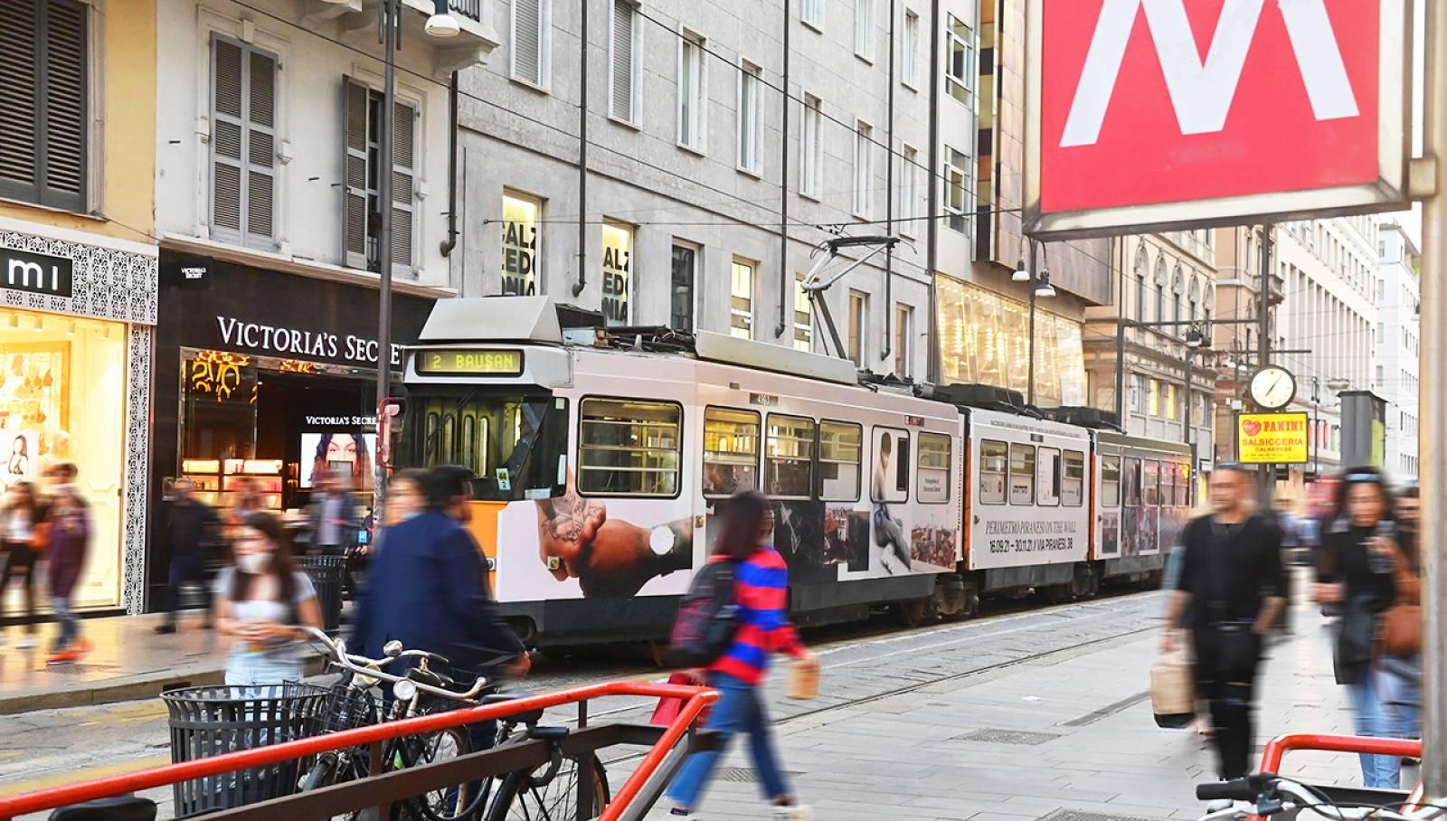 Nexity realizza con IGPDecaux un tram full-wrap per comunicare l'iniziativa Perimetro Piranesi On The Wall