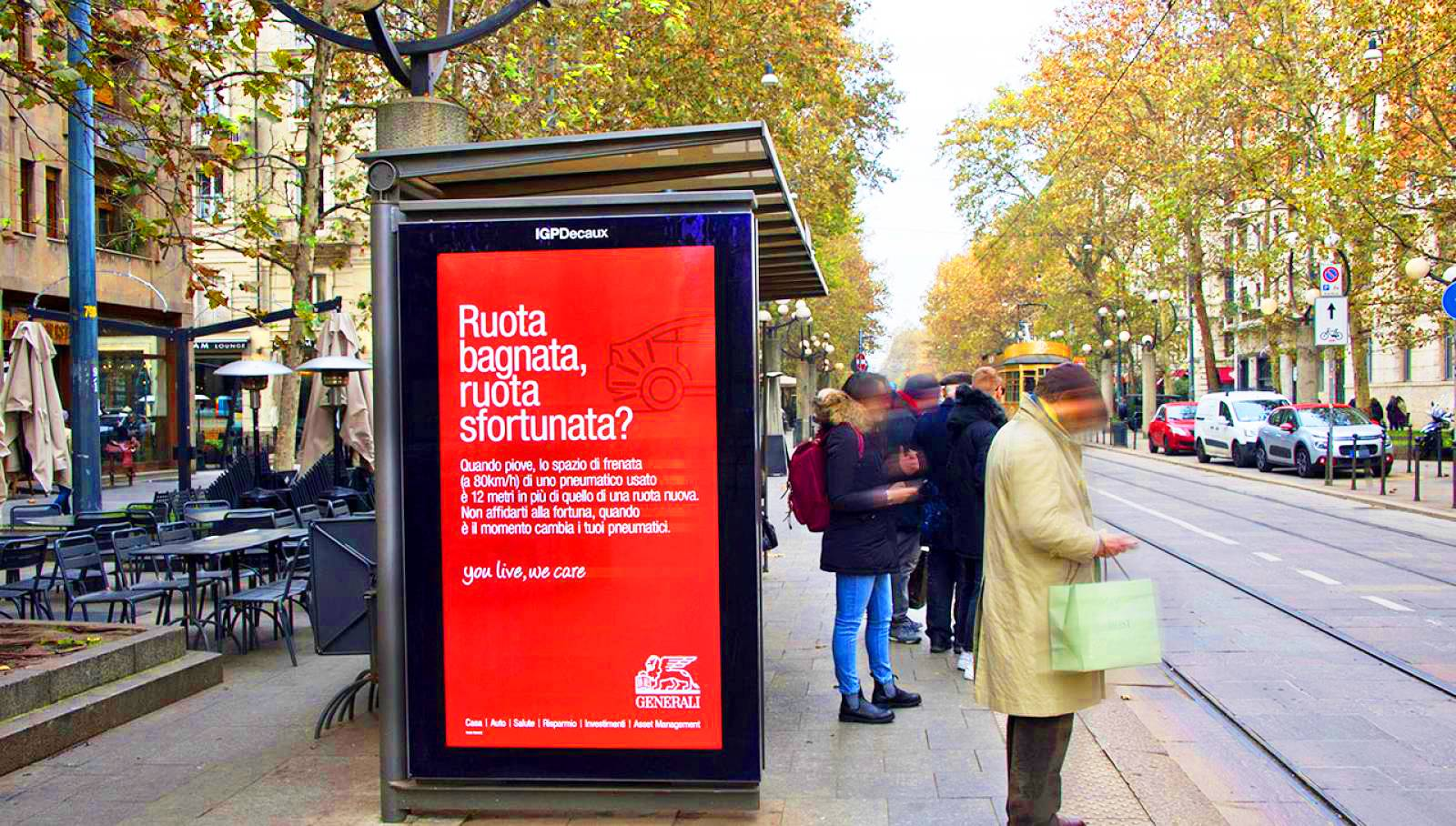 Dooh advertising in Milan IGPDecaux digital shelters for Generali