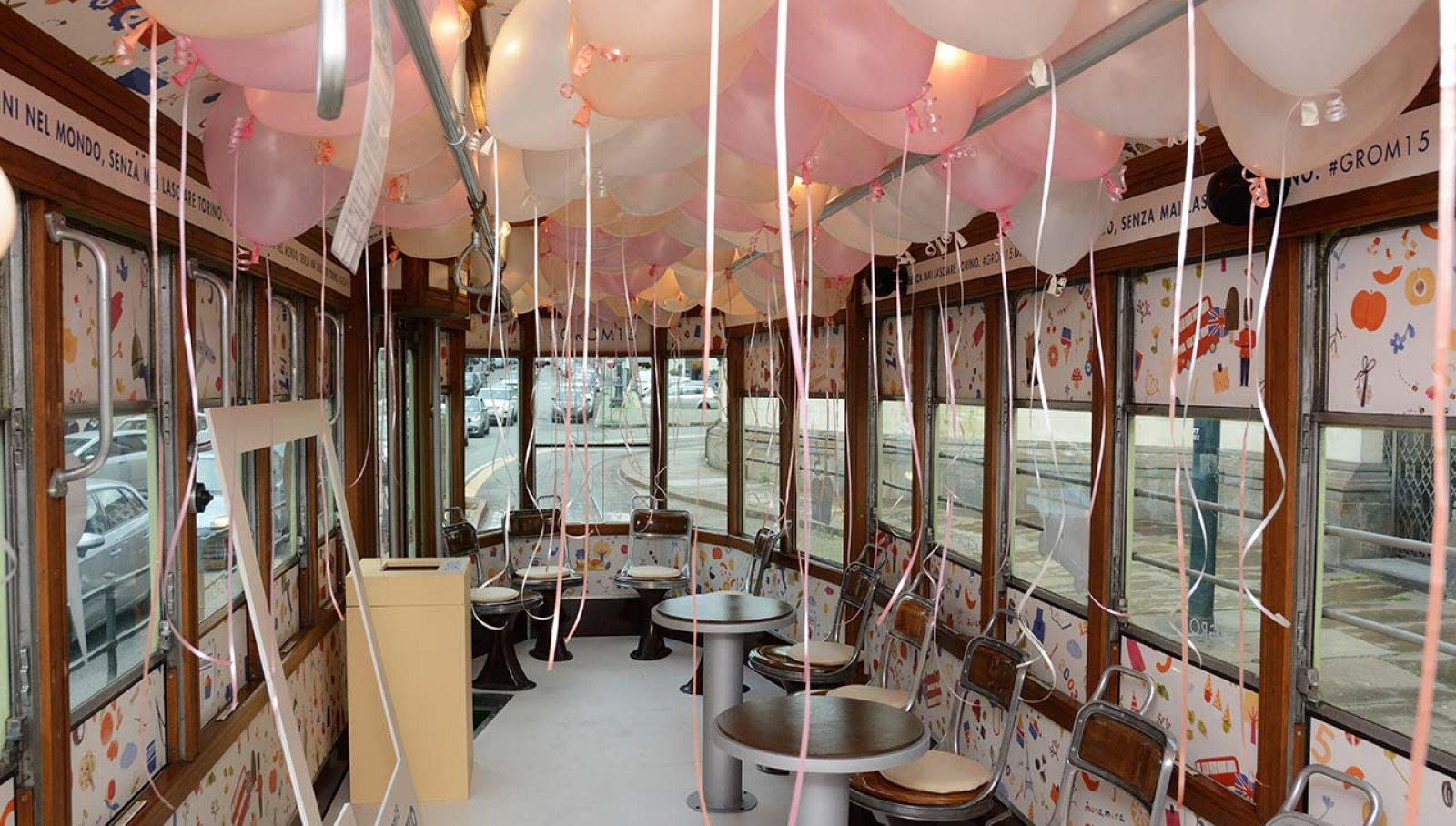 Special Tram IGPDecaux 15th birthday Grom