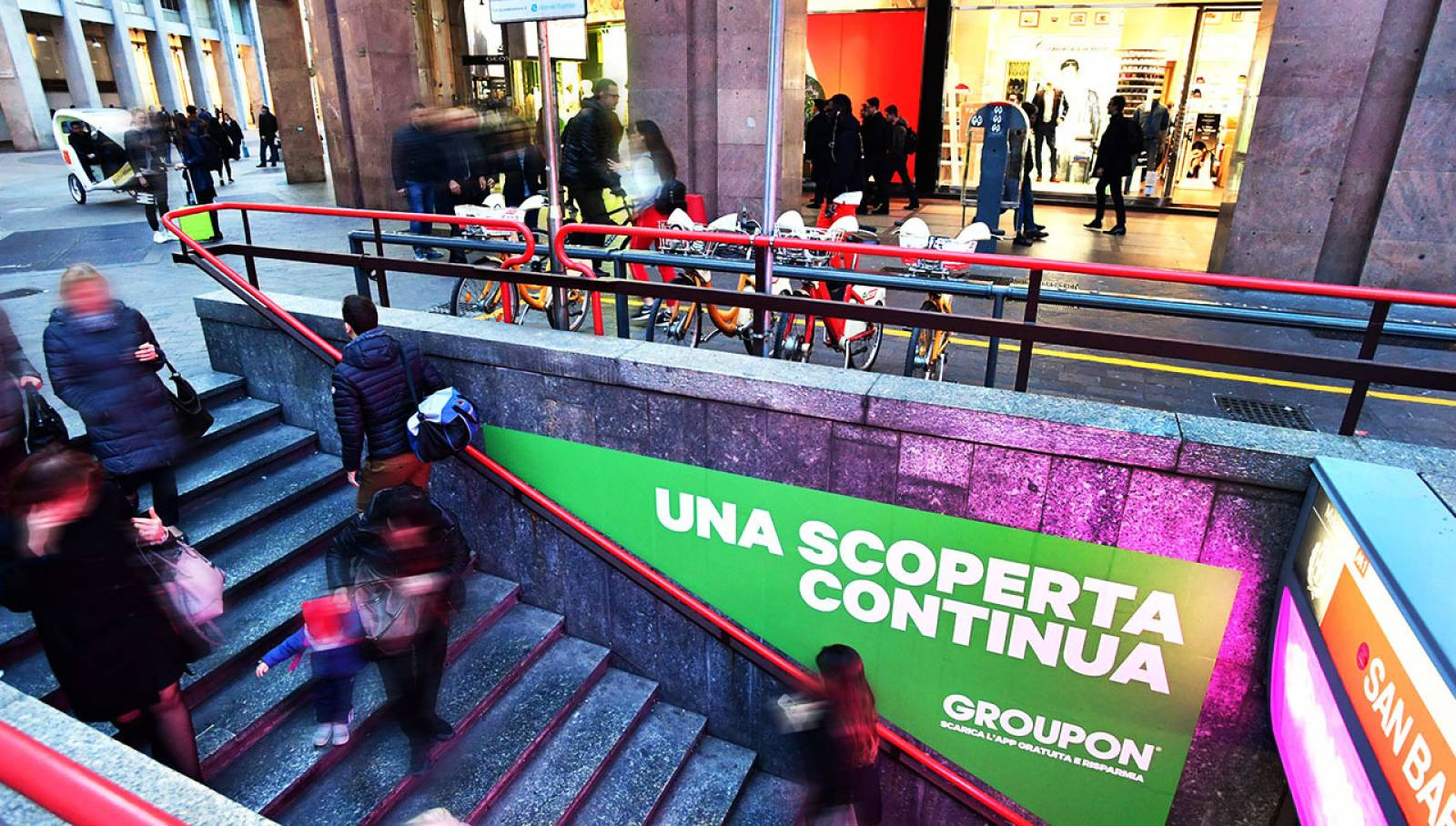 Underground advertising Station Domination IGPDecaux in Milan for Groupon
