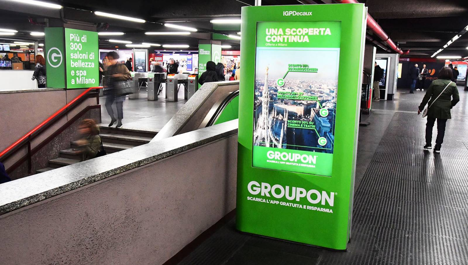 Underground advertising IGPDecaux in Milan Station Domination for Groupon
