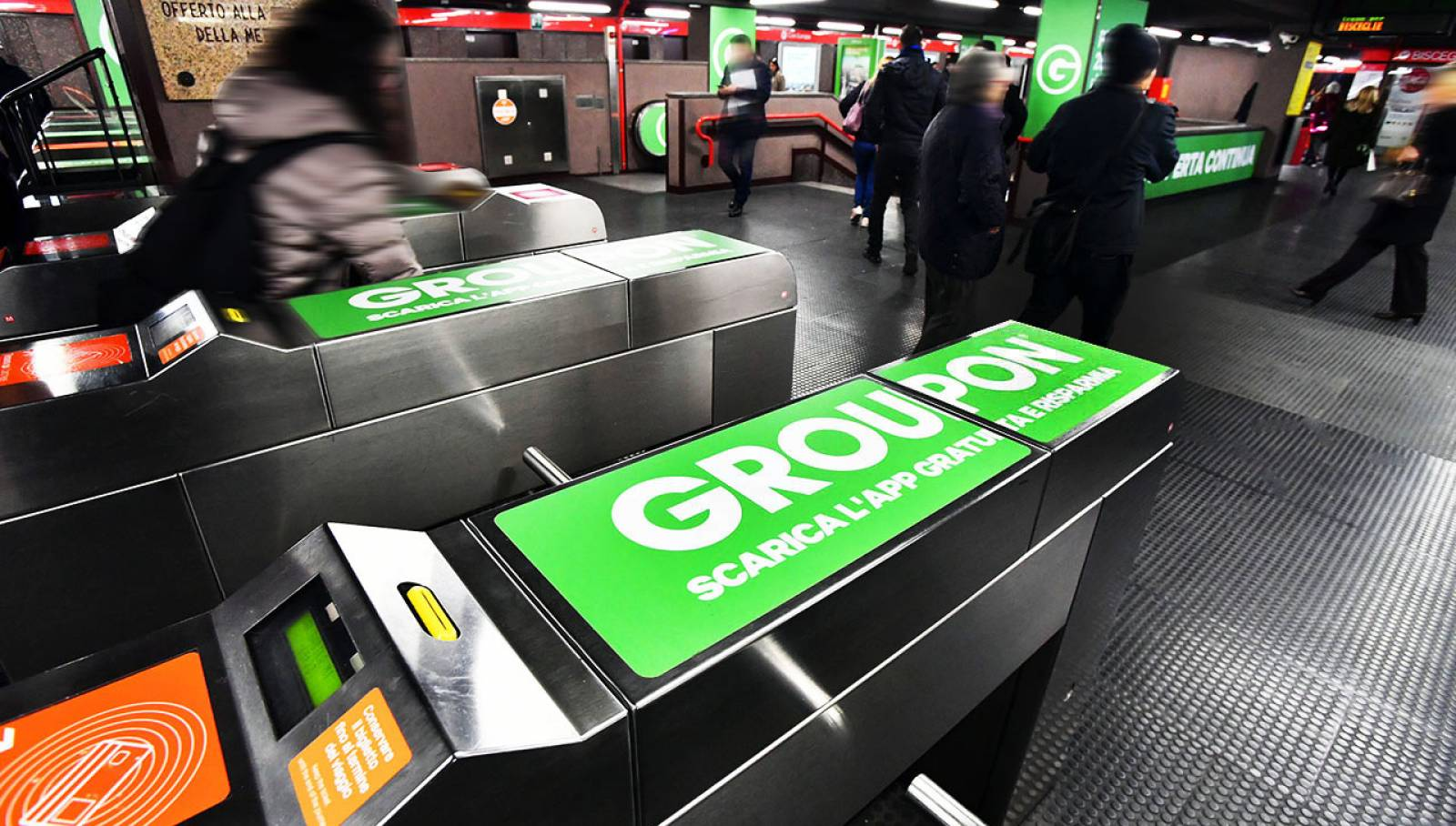 Underground advertising in Milan IGPDecaux Station Domination for Groupon