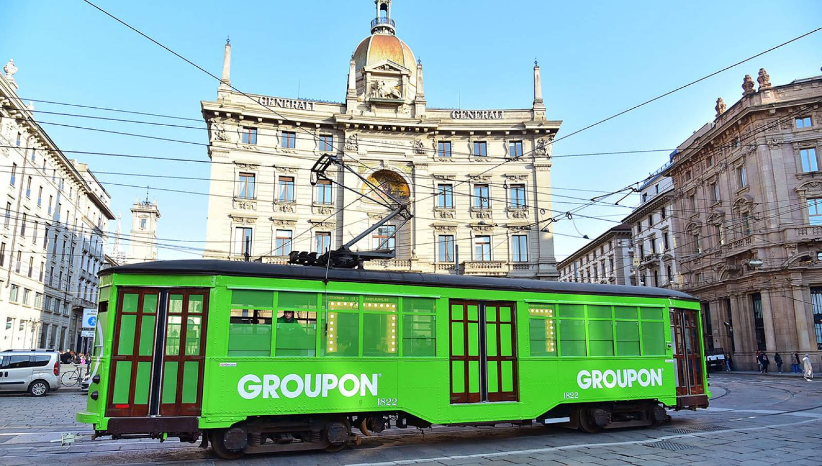 Outdoor advertising IGPDecaux tram speciale a Milano per Groupon