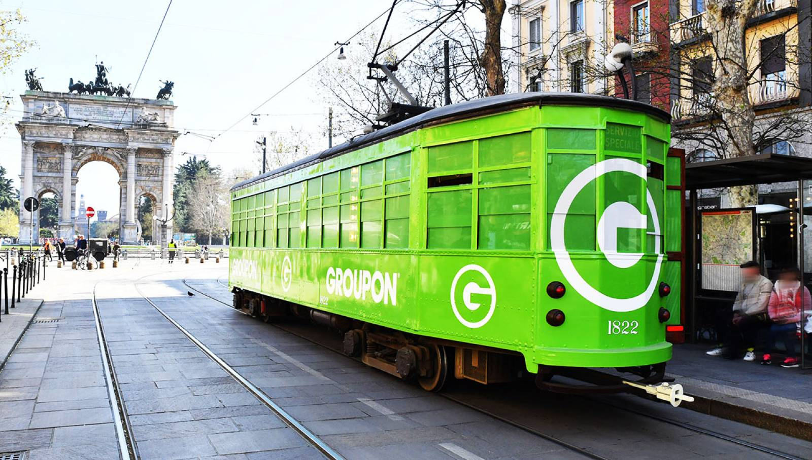 OOH IGPDecaux advertising special tram for Groupon