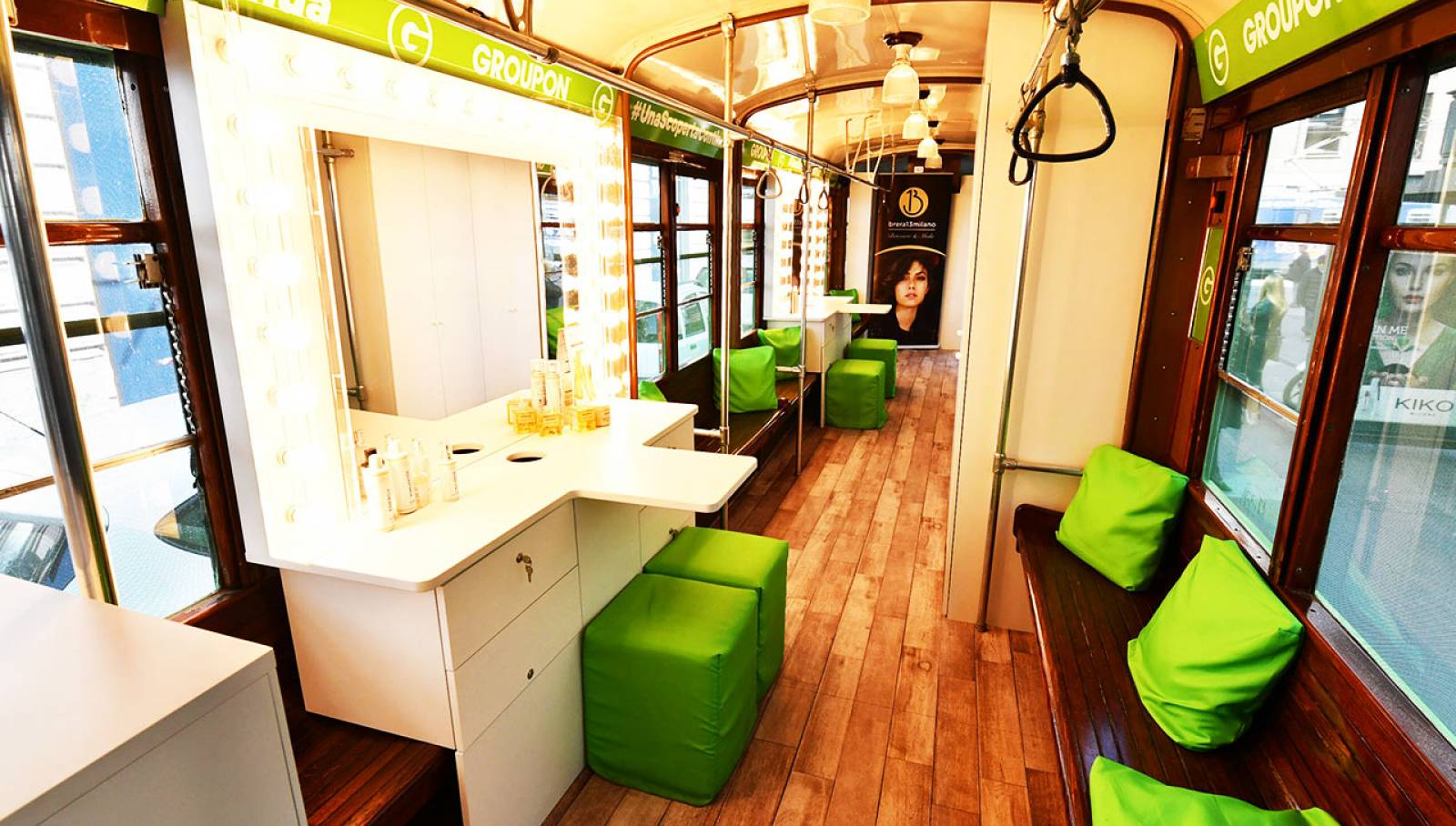 Pubblicità OOH a Milano IGPDecaux tram speciale per Groupon