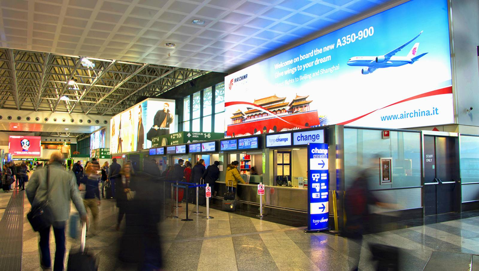Airport advertising IGPDecaux Backlight at Malpensa for Air China