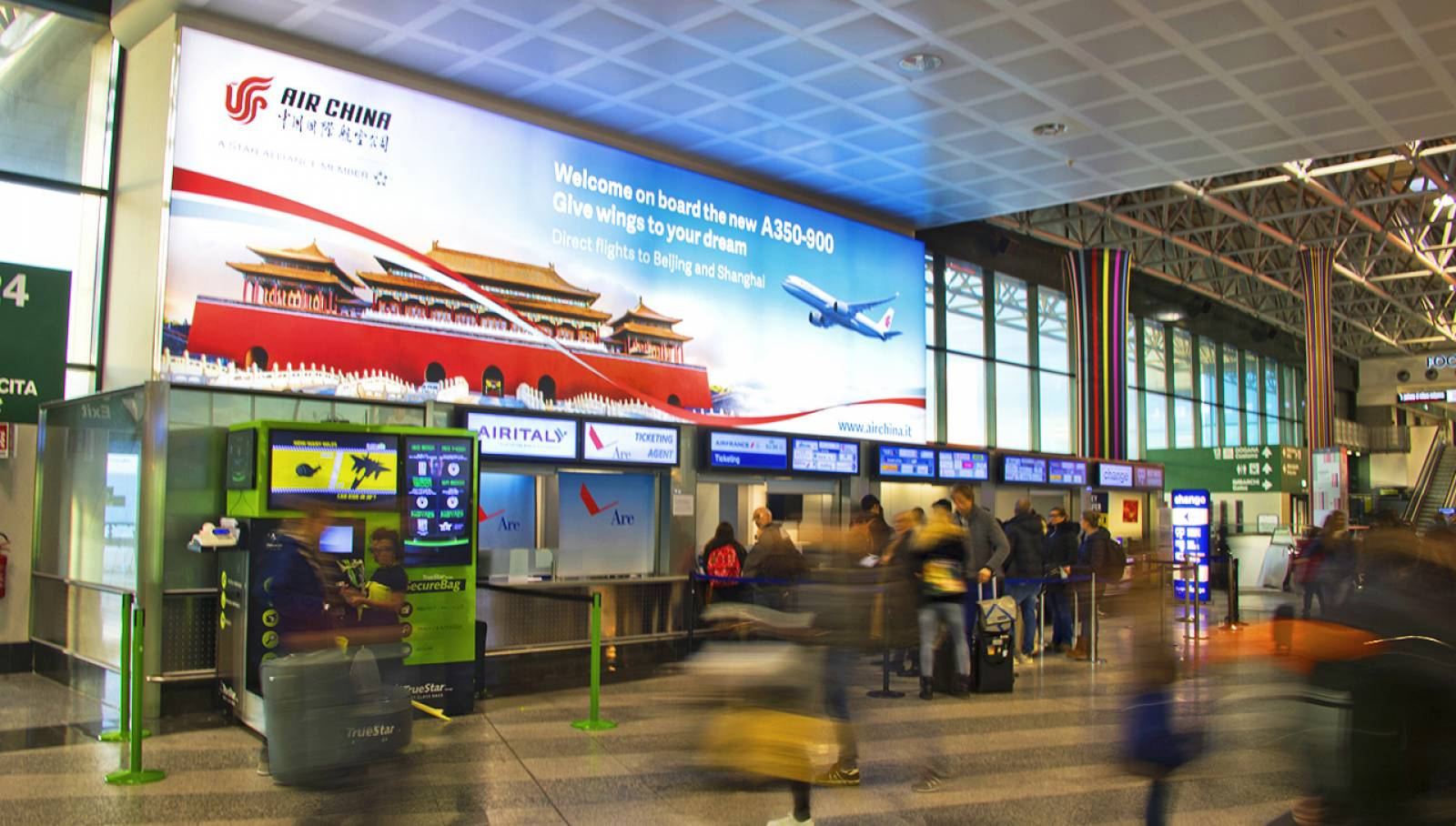 Malpensa airport advertising IGPDecaux backlight for Air China