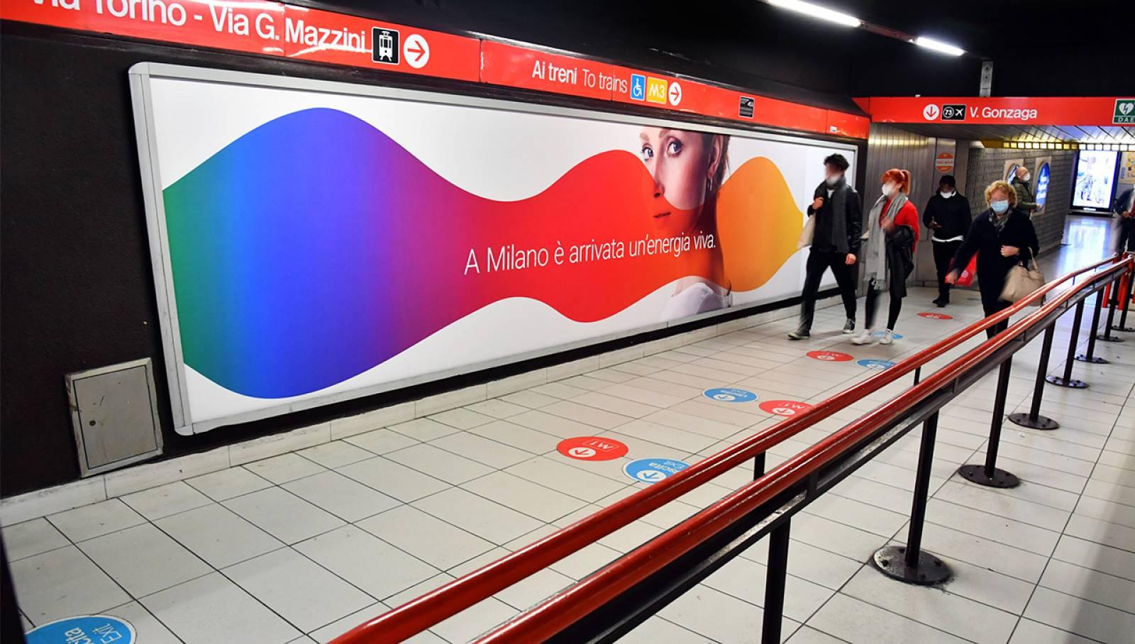 Pubblicità metro milanese IGPDecaux Station Domination per Iren