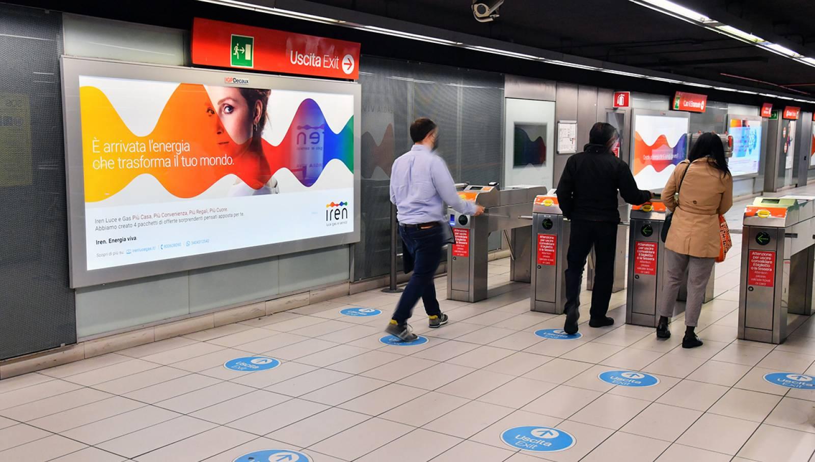 IGPDecaux pubblicità in metropolitana a Milano Station Domination per Iren