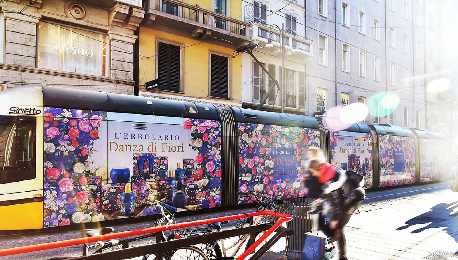 Tram decorato IGPDecaux per L'Erbolario a Milano