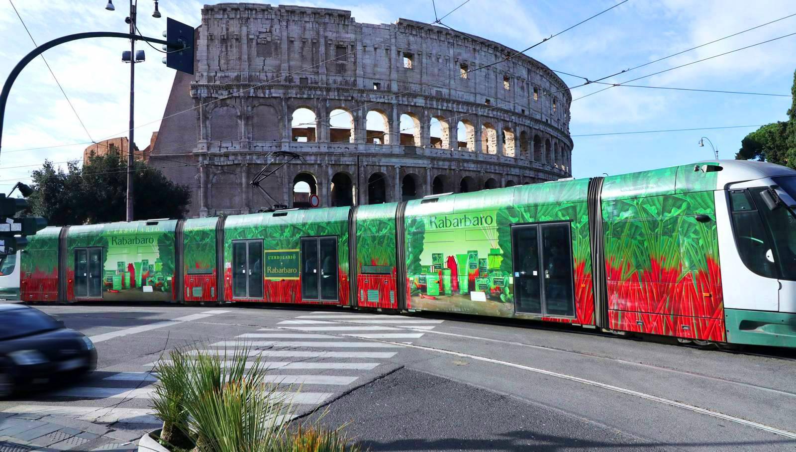 Pubblicità su tram IGPDecaux Tram decorato per L'Erbolario a Roma