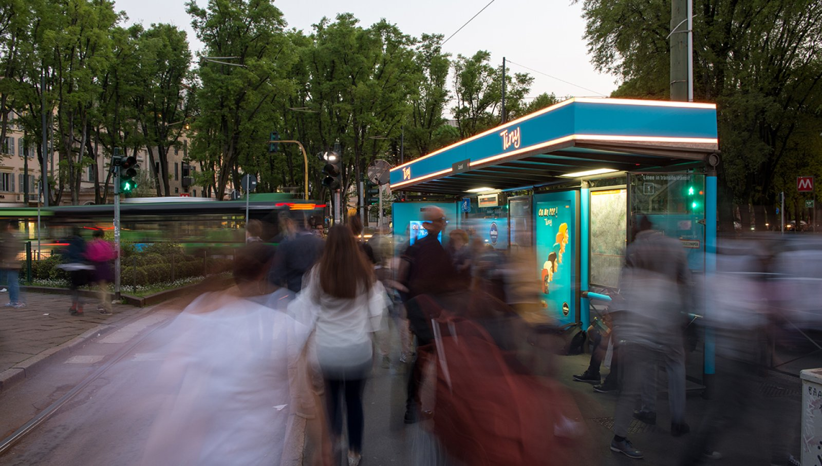 Pubblicità sulle pensiline IGPDecaux Milano pensiline digitali per Lavazza
