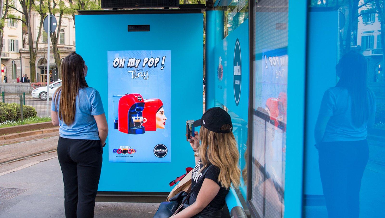 IGPDecaux Milano pensiline digitali per Lavazza